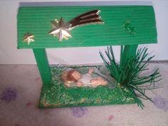 Un Niño Dios made in china, en un portal hecho con material reciclable.  2011.