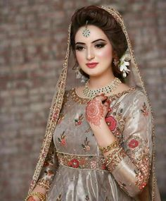 Pin By Vj On Beautiful In 2019 Pakistani Bridal Makeup Pakistani Bridal Makeup, Pakistani Wedding Outfits, Bridal Outfits, Pakistani Dresses, Pakistani Fashion Party Wear, Shadi Dresses, Indian Bridal Fashion, Muslim Fashion, Simple Bridal Dresses