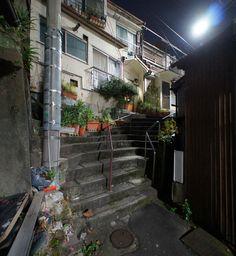 夜散歩のススメ「扇型アプローチの階段」 東京都文京区