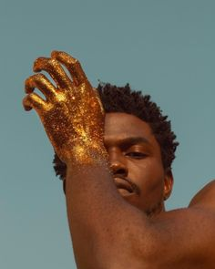 Outline of gold mountains painted behind, possibly with more detail in the rocky texture, and gold nuggets for boulders and such. I think of Apollo (chariots and sun) or golden god/demi-god (power, wealth, and glory) figure. Creative Photography, Editorial Photography, Portrait Photography, Fashion Photography, Photography Aesthetic, People Photography, Kreative Portraits, Photocollage, Jolie Photo