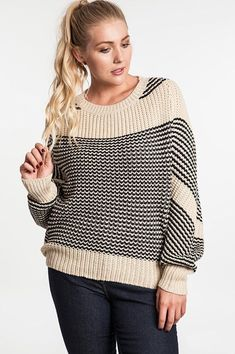 Plus Size Natural Chunky Knit Striped Sweater Plus Size Shorts, Plus Size Tops, Plus Size Women, Basic Outfits, Cute Outfits, Plus Zise, Plus Size Fall Fashion, Plus Size Sweaters, Cool Jackets