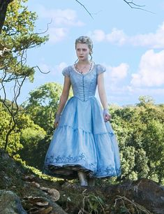 Into the Seams of Alice in Wonderland Costume Remake – Part 2 – Bella Maes Sewing Corner Colleen Atwood, Alice In Wonderland Outfit, Wonderland Costumes, Alice Cosplay, Alice Costume, Mia Wasikowska, Tim Burton Costumes, Tim Burton Style, Disney Costumes