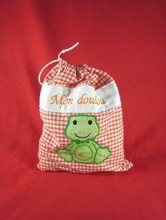 Sac à doudou personnalisé Pot Holders, Creations, Clothes Crafts, Softies, Bags, Hot Pads, Potholders, Planters