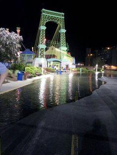 Flood waters creep into Alton, casino shuts down