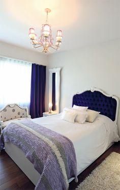Ambientado por el estudio de la arquitecta Verónica Gerszkowicz, este dormitorio ultrafemenino se desarrolla en blanco y violeta.
