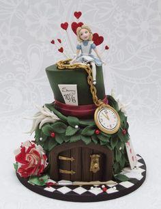 Alice in wonderland mad hatter cake Alice In Wonderland Birthday, Alice In Wonderland Tea Party, Gorgeous Cakes, Amazing Cakes, Mad Hatter Cake, Fantasy Cake, Tsumtsum, Cakes For Women, Disney Cakes
