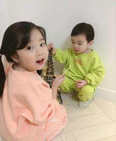Cute Asian Babies, Korean Babies, Asian Kids, Cute Babies, Korea Wallpaper, Ulzzang Kids, Cute Korean, Twin Babies, Family Goals