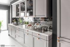 Realizacja: SAS Wnętrza i Kuchnie. #greykitchen #glamour