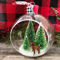 To make DIY Christmas ornament, you don't need to spend a lot of money to buy Christmas decorations. we have some DIY ideas for making your own Christmas decorations at home with materials th… Diy Snowflake Decorations, Nordic Christmas Decorations, Unique Christmas Trees, Salt Dough Christmas Ornaments, Christmas Ornaments To Make, Christmas Fun, Christmas Bulbs, Felt Ornaments, Rustic Christmas Crafts