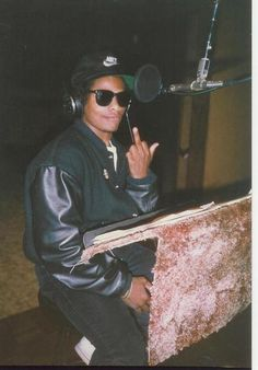 "eazy e. godfather of gangsta rap love this man knowing nothing in life but too be legit don""t quote me bitch cuz i aint said shit! Mode Hip Hop, Hip Hop And R&b, 90s Hip Hop, Hip Hop Rap, Estilo Cholo, Looks Hip Hop, Estilo Hip Hop, Gangster Rap, Straight Outta Compton"