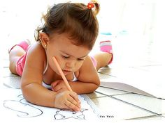 Que tal imprimir alguns desenhos para a meninada pintar e colorir? É uma atividade muito legal para