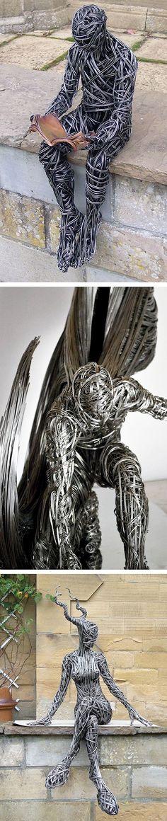 Скульптуты Ричарда Стейнтхорп (Richard Stainthorp) словно сотканы из нервов и стали. Именно такая ассоциация приходит на ум, когда видишь тягучие перетекания обычного стального провода, повторяющие изгибы человеческого тела.