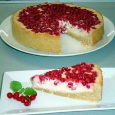 Piros bogyós desszertek   Receptek   Mindmegette.hu Cheesecake, Food, Kuchen, Cheesecakes, Essen, Meals, Yemek, Cherry Cheesecake Shooters, Eten