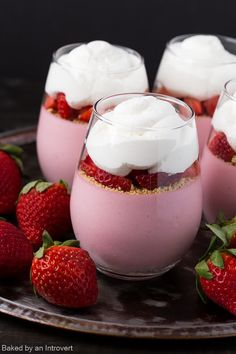 For a beautiful and delicious Mother's Day treat, whip up this easy Strawberry Cheesecake Mousse. Fresh strawberries are paired with cream cheese to create a luscious cheesecake filling. Best Dessert Recipes, No Bake Desserts, Delicious Desserts, Cheesecake Mousse Recipe, Cheesecake Recipes, Oreo Cheesecake, Strawberry Mousse, Strawberry Cheesecake, Easy Strawberry Desserts