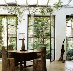 On Trend: Floor-to-Ceiling Glass and Steel Windows Look at these vines coming through these glass and steel doors! A home trend we love! Floor-to-ceiling steel windows. Home Interior, Interior And Exterior, Interior Design, Luxury Interior, Interior Decorating, Home Modern, Mid-century Modern, Steel Doors And Windows, Metal Doors