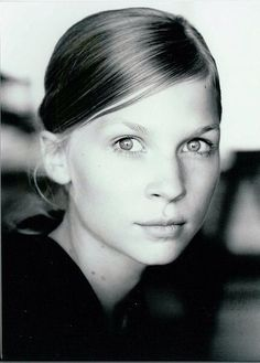 Clemence Poesy - love her face French Beauty, Timeless Beauty, Clemence Poesy, Texture Photography, Who Runs The World, French Actress, Yesterday And Today, Blonde Beauty, Gossip Girl