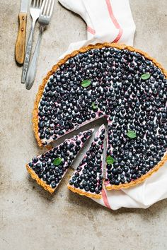 Extremely delicious blueberry tart with mascarpone cheese, greek yogurt and vanilla + this homemade tart shells are just the best. Easy to make, light and summerish. | jernejkitchen.com