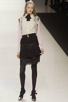 Valentino Fall 2006 Ready-to-Wear Fashion Show - Vlada Roslyakova
