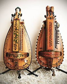 Hurdy Gurdy's (like VIOLIN )(also a song by Donovan the hurdy gurdy man) Sound Of Music, Kinds Of Music, Hurdy Gurdy, Making Musical Instruments, Medieval Music, Piano Sheet Music, Rock And Roll, Play, Harp