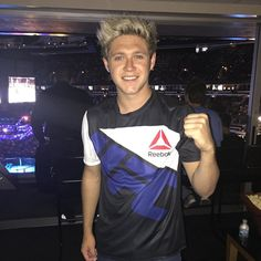 @niallhoran looking good in your #UFCFightKit here at #UFCChicago!