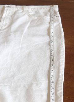 Don& get rid of your favorite pants, just because they are too small. Make them more comfortable by letting out the side seams or adding fun side gussets. How To Make Jeans, How To Make Clothes, Altering Pants, Altering Clothes, Revamp Clothes, Diy Clothes, Repair Jeans, Sewing Blouses, Denim Ideas