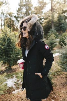 winter outfits canada The best Parka with a fur li - winteroutfits Canada Goose Women, Canada Goose Parka, Canada Goose Jackets, Canada Goose Style, Winter Mode Outfits, Winter Fashion Outfits, Autumn Winter Fashion, Holiday Fashion, Parka Outfit