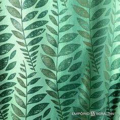 Estampa da Designers Guild disponível em tecido e papel de parede.