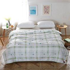 Naturety Thin Comforter for Summer,Lightweight Bed quilt Down Blanket (Twin, Green)