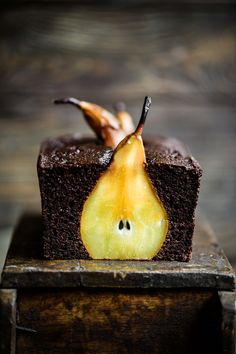 Pear and Chocolate Loaf Cake. Moist delicious AND healthy. Made with almond and cassava flour it also has a rich flavour from blackstrap molasses. Baking Recipes, Cake Recipes, Dessert Recipes, Pear Recipes, Chocolate, Köstliche Desserts, Let Them Eat Cake, Blueberries, Thanksgiving Recipes