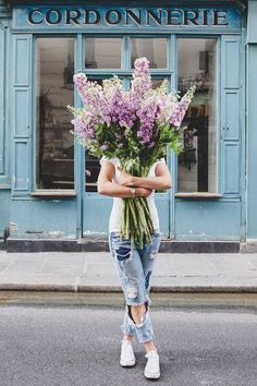 I Saw You Standing There Jeune Fille En Fleur She's young and beautiful and she runs around Paris with a big bouquet of breathtaking flowers. She's mysterious. Deco Floral, Arte Floral, My Flower, Beautiful Flowers, Flower Farm, Jolie Photo, Young And Beautiful, Beautiful Images, Fine Art Photography