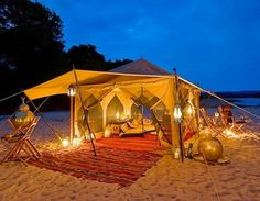 Ideas of Romantic Places to Dine : Traditional Bedouin Beach Tent With Lanterns And Outdoor Dining Best Romantic Getaways, Romantic Camping, Romantic Places, Romantic Beach, Beach Romance, Nice Beach, Romantic Night, Romantic Moments, Romantic Ideas