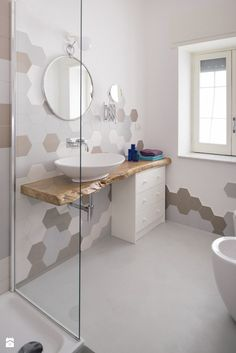 Beautiful Contrasting Visual Display for The Bathroom Modern Bathroom Tile, Modern Bathroom Design, Bathroom Interior Design, Küchen Design, House Design, Upstairs Bathrooms, Bathroom Inspiration, Room Decor, Shower Walls