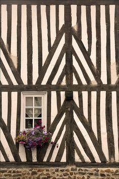 France : Timber Framing in Normandy (maison à colombage) Region Normandie, Tudor Style, Post And Beam, Windows And Doors, Architecture Details, Interior And Exterior, Stairway, Black And White, Ana White