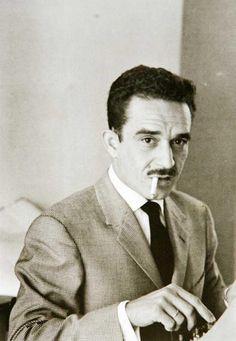 Compre el primer libro de García Márquez en la Rambla de Barcelona por 50 pesetas de la época y me sacudió. Su forma de entrelazar historias y esa creatividad me convirtieron en su fa...