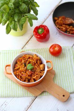 Eenpanspasta met kip en tomaten-pestosaus