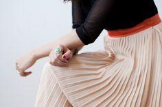 Faldas plisadas: un movimiento muy femenino... Skirts, Color, Outfits, Design, Fashion, Girly, Fashion Trends, Feminine Fashion, Women