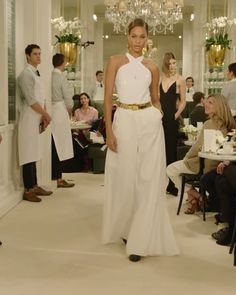 White Backless Halter Top and Ivory Palazzo Trousers. Spring Summer 2019 Ready to Wear Collection. Runway Show by Ralph Lauren Cute Casual Outfits, Stylish Outfits, Party Fashion, Runway Fashion, Ralph Lauren Looks, Backless Halter Top, 1930s Fashion, Gothic Fashion, Glamour Ladies