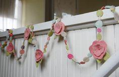 guirnalda de flores de color rosa pastel de por bigbrownhouse