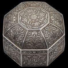 Asian Art | Octagonal Silver Box & Cover (Pandan) - The Curator's Eye