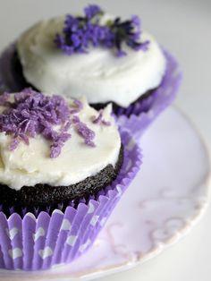 Purple lilac cupcakes!