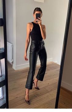 How To Wear All Black This Fall – Outfitting Ideas Source by katharinaabroecker fall outfits for going out Style Outfits, Mode Outfits, Casual Outfits, Fashion Outfits, Fashion Tips, Night Outfits, Outfit Night, Casual Dresses, Fashion Ideas