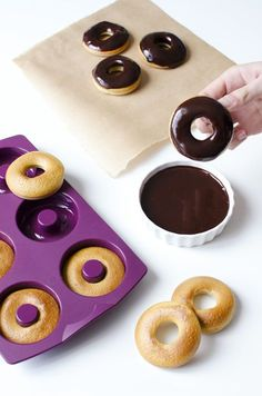 moule a hoops tupperware Microvap Tupperware, Tupperware Recipes, Chocolate Lovers, Chocolate Recipes, Tupperware Consultant, Thermomix Desserts, Cake Factory, Biscuit Cookies, Donut Recipes