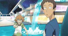 Lance doing the Naruto run - 2x07
