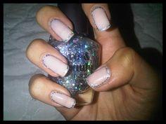 nude glitter nail