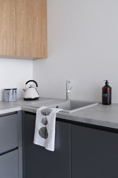 MA MAISON BLANCHE: Our new industrial minimalistic grey and oak kitchen