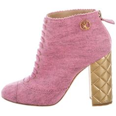 Pre-owned Chanel Paris-Salzburg Quilted Booties (2.185 BRL) ❤ liked on Polyvore featuring shoes, boots, ankle booties, pink, lace up booties, round toe boots, pink booties, zipper boots and rounded toe boots