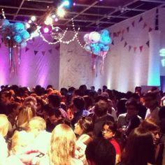 Así estaban todos esperando para la charla de MM en #elojo2012