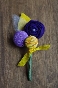 Boutonniere diy - I need to get a little button maker!