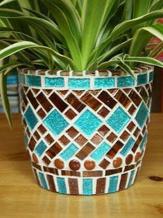 The best Mosaic pots ideas Mosaic Tile Art, Mosaic Vase, Mosaic Artwork, Mosaic Crafts, Mosaic Projects, Mosaics, Pebble Mosaic, Teacup Mosaic, Stone Mosaic