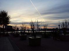 Zonsondergang aan de Nieuwe Maas bij hotel New York